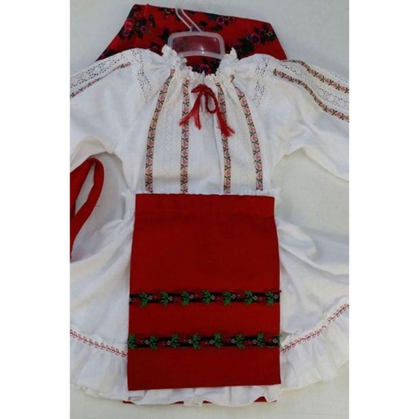 Costum Popular fete cu dantela 1