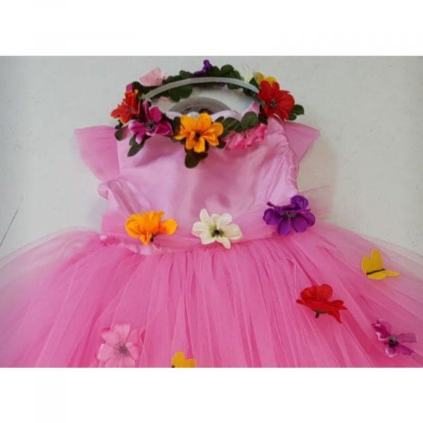 Prințesa Roz cu flori și fluturași
