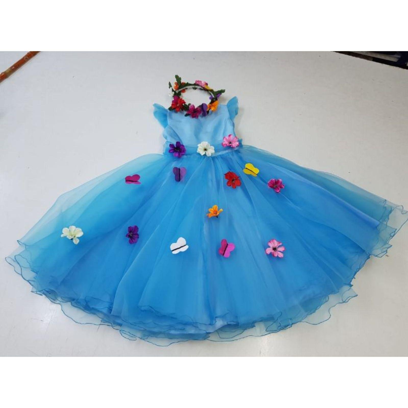 Prințesa bleu cu flori și fluturași