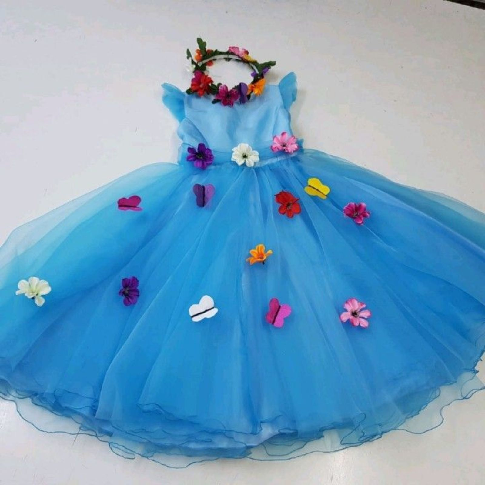 Prințesa bleu cu flori și fluturași 1