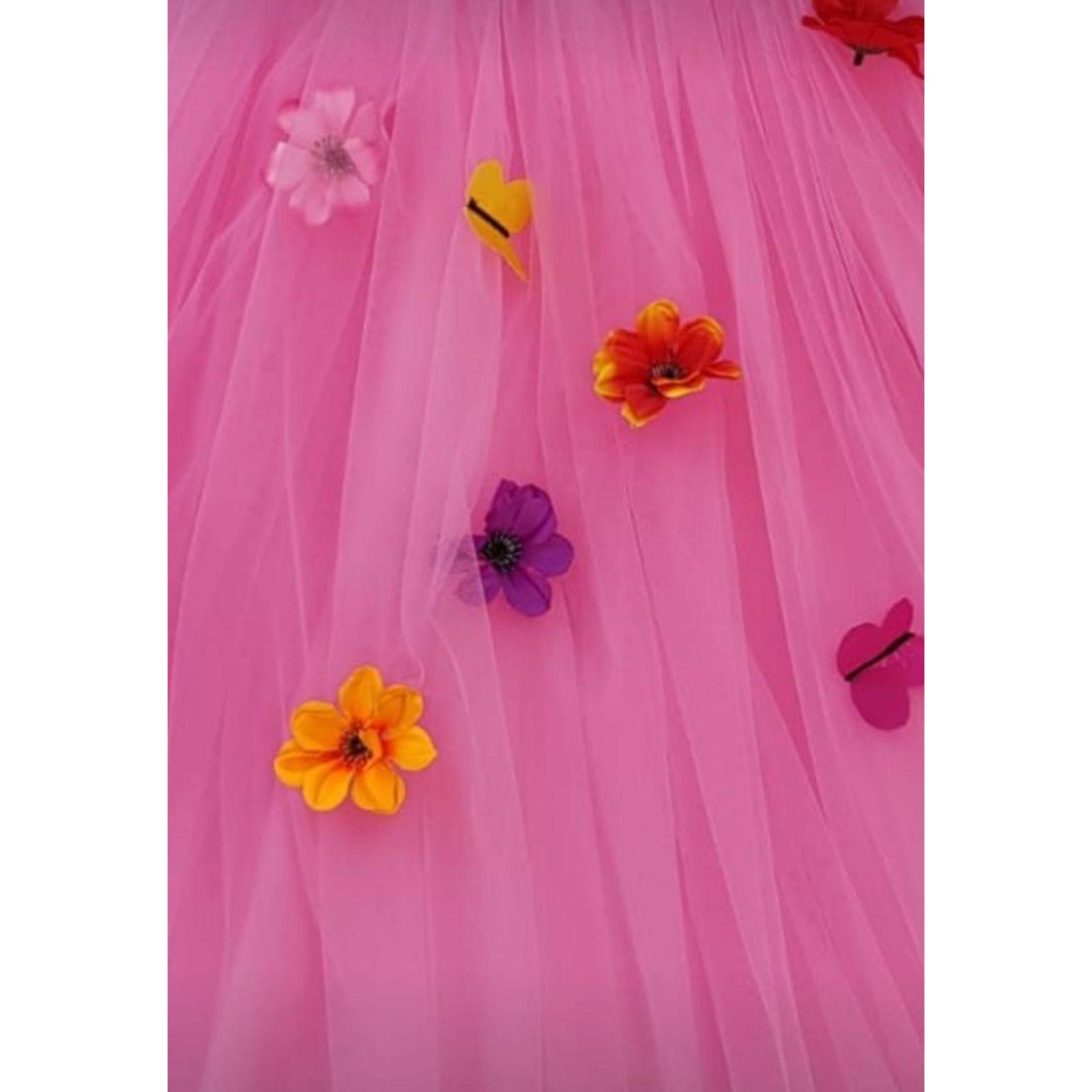 Prințesa Roz cu flori și fluturași 3